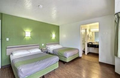 Motel 6 - Brookfield, WI