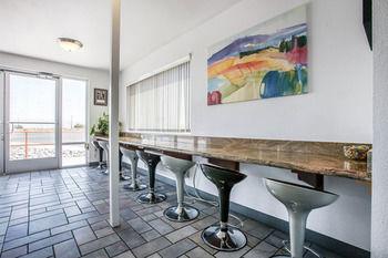 Econo Lodge Inn & Suites near China Lake Naval Station, Ridgecrest CA