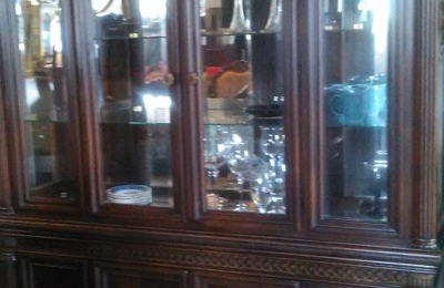 J And J Treasure Trove Furniture Consignment Store   Indianapolis, IN
