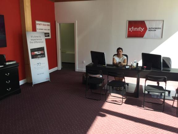 Xfinity Comcast Store Framingham Dealer - Framingham, MA