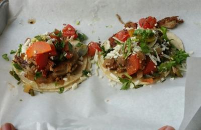 Cocina - Honolulu, HI. Headcheese tacos (carnitas)