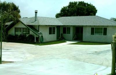 Golden Retreat Kennels - Mira Loma, CA
