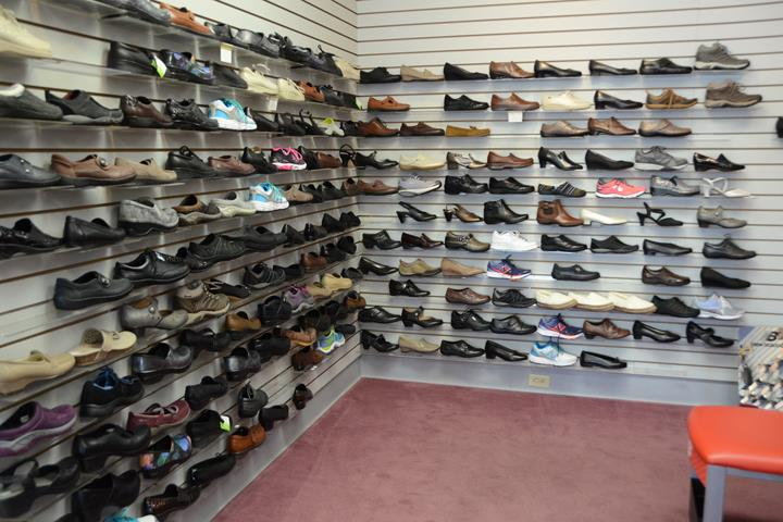 Holmes Shoes 3636 Avenue Of The Cities Moline Il 61265