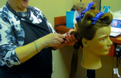 Quenlyn & Company Salon And Spa - Bloomfield Hills, MI