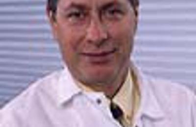 Dr. Carlos F Montero, MD - Levittown, NY