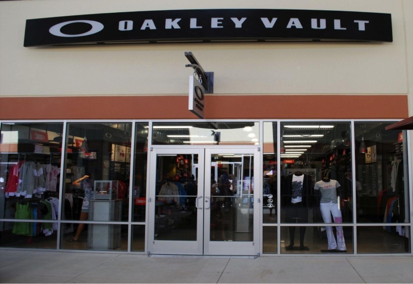 41de5b5a2a Oakley Vault 822 Premium Outlets Dr