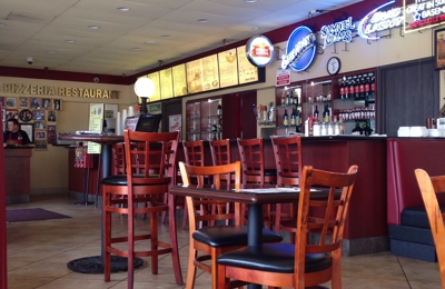 Reno's Pizzeria & Restaurant - Studio City, CA. Plenty of seating, and a good sized parking lot