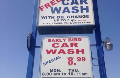 In-Out Hand Car Wash - North Hollywood, CA