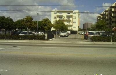 Blue Lake Apartments - Miami, FL