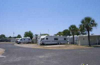 Holiday Mobile Park - Tavares, FL