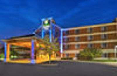 Holiday Inn Express & Suites Ann Arbor - Ann Arbor, MI