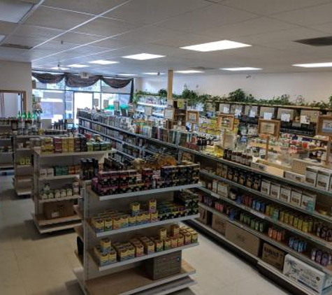 Living Naturally Health Market - Youngstown, OH