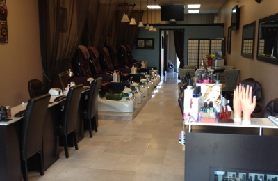 Luxury Nail Tech - Geneva, IL