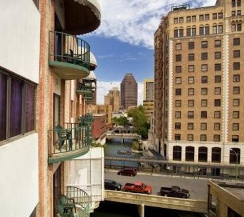 Riverwalk Plaza Hotel & Suites - San Antonio, TX