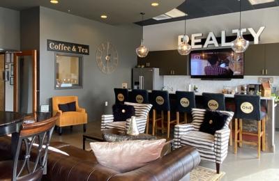 Elizabeth Leanza, Realty One Group - Realtor - Franklin, TN