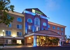 Holiday Inn Express & Suites San Diego-Escondido - Escondido, CA