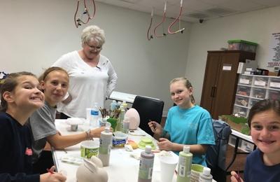 Alleykat Ceramics - Gulfport, MS. Mrs Mary helping the girls!!