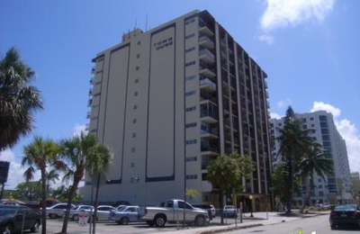 Town House Apartments - Hollywood, FL