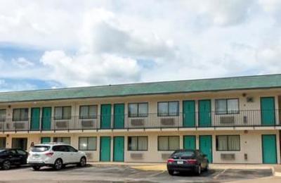 Motel 6 - Lufkin, TX
