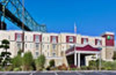 Holiday Inn Express & Suites Astoria - Astoria, OR