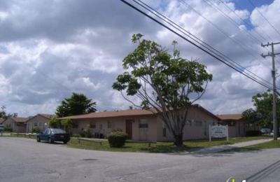 Blue Lake Villas - Hollywood, FL