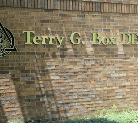 Box Terry G Dr DDS, MAGD - Fayetteville, AR