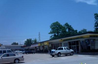 Mollys Mutt House - Houston, TX