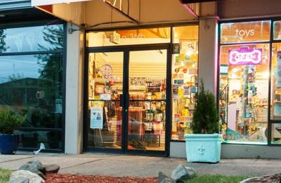 Petapoluza Pet Supply and Grooming - Seattle, WA