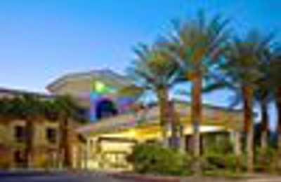 Holiday Inn Express & Suites Cathedral City (Palm Springs) - Cathedral City, CA