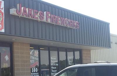 Jake's Fireworks - Aurora, MO