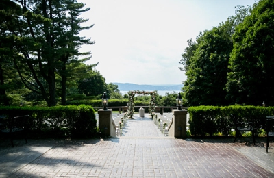 Abigail Kirsch at Tappan Hill Mansion - Tarrytown, NY