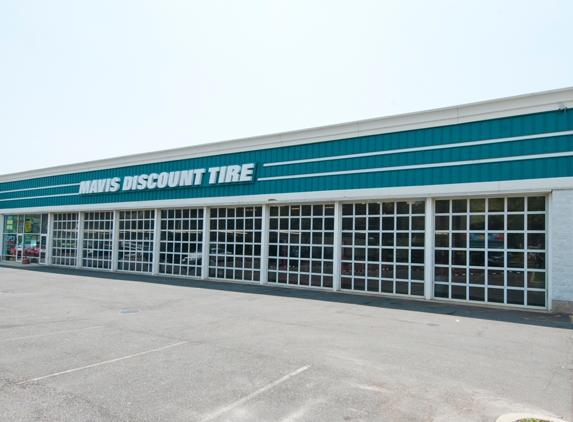 Mavis Discount Tire - Islandia, NY