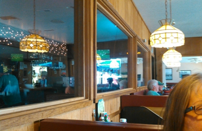 View Point Restaurant & Lounge - Estacada, OR. Nice dinning room separated from the bar by a wall of Windows! really cool!