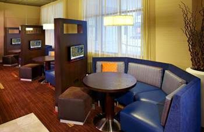 Courtyard by Marriott Milwaukee Downtown - Milwaukee, WI