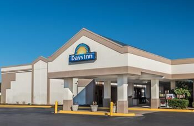 Days Inn - South Hill, VA