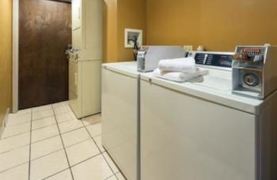 Days Inn & Suites Northwest Indianapolis - Indianapolis, IN