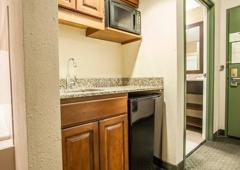 Comfort Suites Milwaukee Airport - Oak Creek, WI