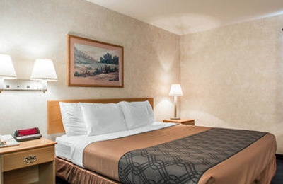 Econo Lodge Inn & Suites Lake Of The Ozarks - Osage Beach, MO