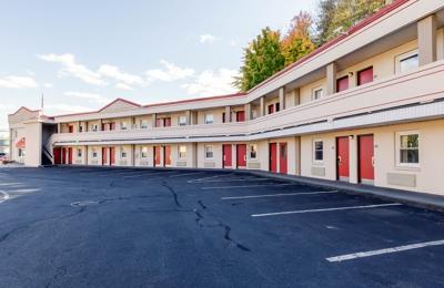 Econo Lodge - West Springfield, MA